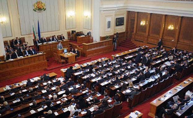 """Операция """"Червеи"""" влиза в парламента"""