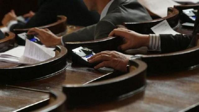 Депутатите се събират на извънредно 10 – часово заседание