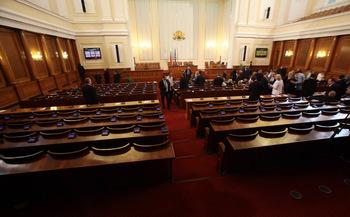 Парламентарният дебат за нов дълг се отложи