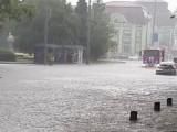 Picture: Спасителни екипи евакуираха хора в Бургас тази нощ