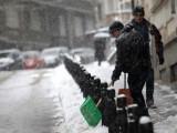 Picture: В София кърпят повредените от снега и студа улици