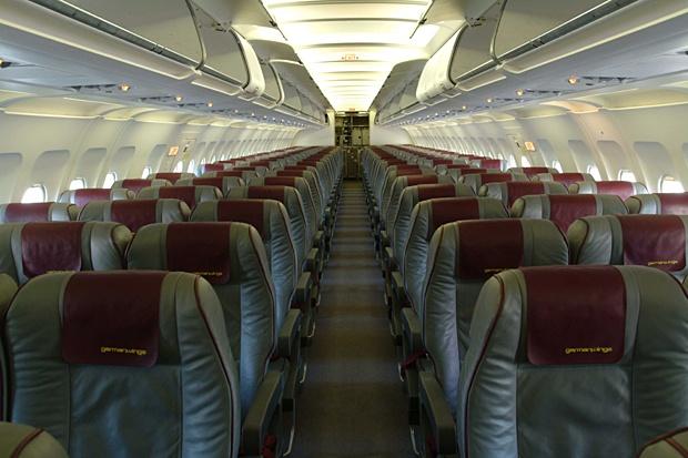 Пътници припадат в самолет с мръсен въздух