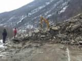 Picture: Тонове скали затвориха отново пътя Кричим – Девин