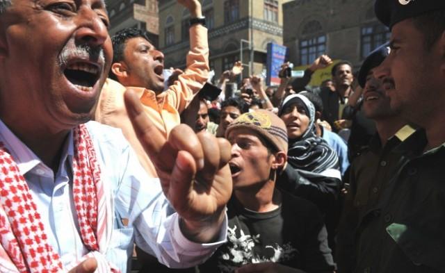 Хиляди хора са блокирани в Йемен