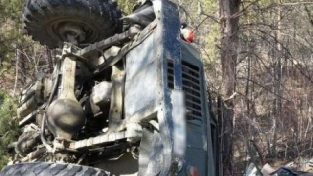 Камион се обърна край Върбишки проход, загина жена 25 са ранени