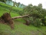 Опасен тайфун удря Филипините на католическия Великден