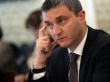 Финансовият министър към кметовете – свийте парите за заплати