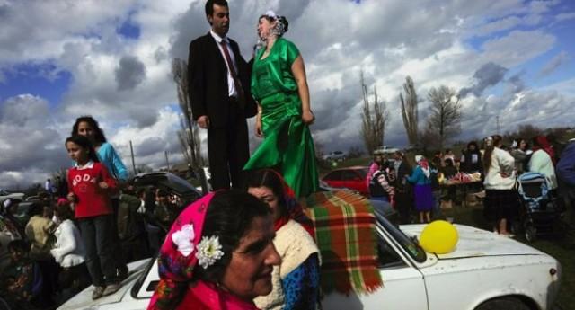 Италиански политик се закани да срути ромските гета, Адриано Челентано го подкрепи