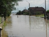 Picture: Пътят Е-79 беше временно затворен заради придошлите води на река Искър