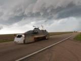 Торнада обръщаха автомобили като играчки по магистралите в Оклахома