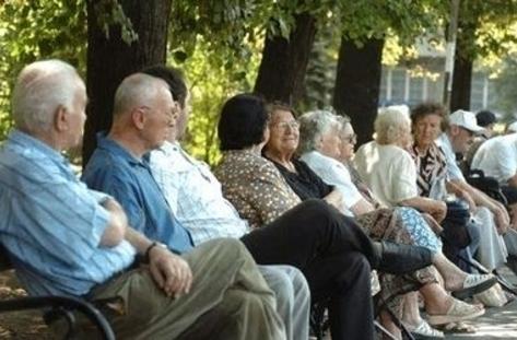 """Пенсиите за старост """"скачат""""… с два лева"""