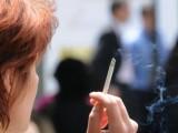 Страната ни не прави нужното, за да защити населението от тютюневия дим, въведена е една забрана за тютюнопушене на обществени места, която не се спазва. За това алармират неправителствени организации в навечерието на Световния ден без тютюнев дим - 31 май. Европейската комисия публикува днес проучване на Евробарометър за отношението на европейците към пушенето. То показва тенденция към намаляване на тютюнопушенето в Европа. Същевременно анкета, проведена от Асоциацията на студентите медици в България, показва, че 67% от бъдещите лекари не пушат, а над 86 % подкрепят въведената забрана за тютюнопушене на закрито.