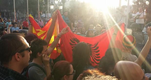 Бунт в Скопие – хиляди искат оставката на премиера