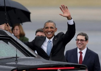 U.S. President Barack Obama waves while standing in front of Cuba's foreign minister Bruno Rodriguez (R) after he arrived at Havana's international airport for a three-day trip, in Havana March 20, 2016. REUTERS/Enrique De La Osa