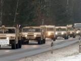 САЩ ПРЕХВЪРЛЯ ВОЕННИ И БОЙНА ТЕХНИКА НА ГРАНИЦАТА НА НАТО С РУСИЯ