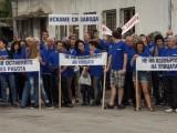 """Протест на работниците от """"Емко"""" Трявна в село Вонеща вода"""