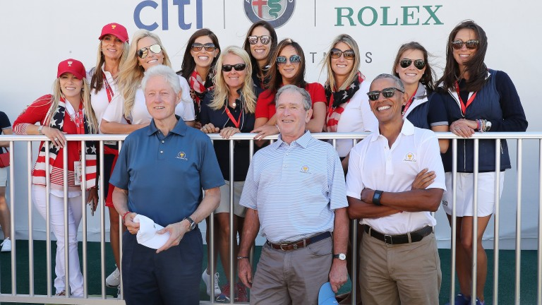 epa06232625 Former US Presidents (L-R) Bill Clinton, George W. Bush and Barack Obama pose with a group of golfers wives and girlfriends during opening ceremonies for the 2017 Presidents Cup at Liberty National Golf Club in Jersey City, New Jersey, USA, 28 September 2017. The Presidents Cup will take place from 28 September to 01 October.  EPA/ANDREW GOMBERT *** Local Caption *** 53796188