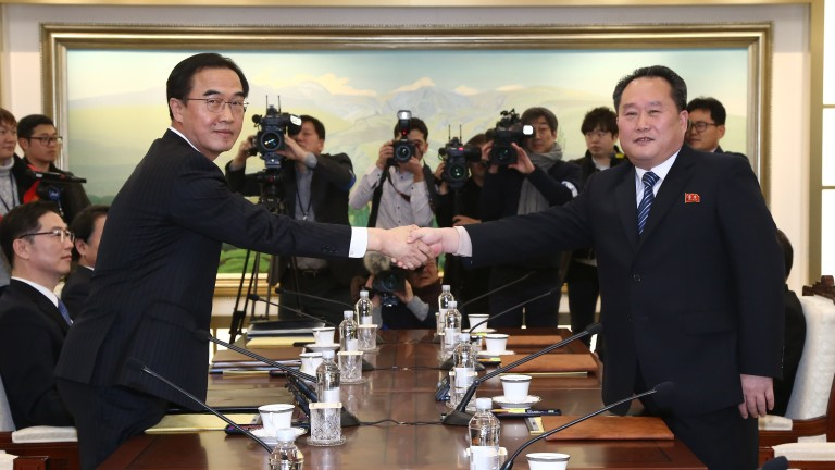 epa06425935 South Korean Unification Minister and chief delegate Cho Myoung-gyon (L) shakes hands with North Korea's chief delegate Ri Son-gwon (R) prior to their meeting in the truce village of Panmunjom, North Korea, 09 January 2018. The meeting is meant to discuss Pyongyang's possible participation in the PyeongChang Winter Olympics in February and ways to improve their long-stalled ties.  EPA/JUNG UI-CHEL / POOL