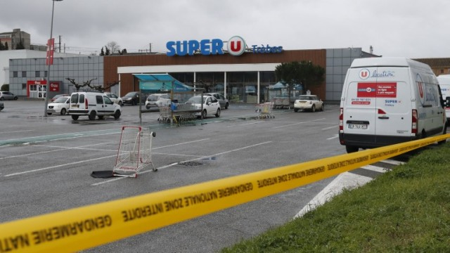 epa06626188 General view of the Super U supermarket a day after terrorist attack in Trebes, southern France, 24 March 2018. A gunman, claiming allegiance to the Islamic State (IS) took hostages iat the Super U supermarket on 23 March in Trebes. According to reports four people died, including a police officer who voluntary replaced a female hostage, and 16 others were injured in the attack. French Police has shot dead the attacker in Trebes near Carcassonne following the hostage situation.  EPA/GUILLAUME HORCAJUELO