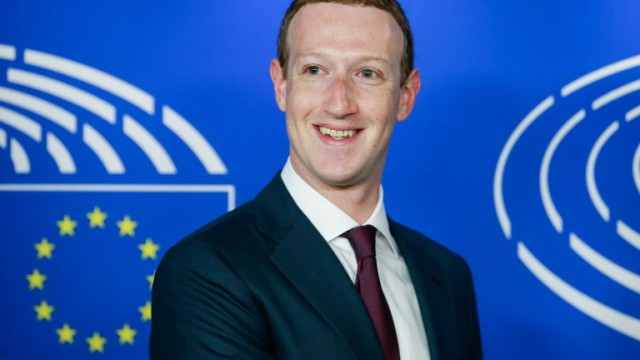 epa06756070 The founder and CEO of Facebook Mark Zuckerberg is welcomed by EP President Antonio Tajani (not seen) at the European Parliament ahead of an hearing at the European Parliament in Brussels, Belgium, 22 May 2018. Facebook CEO Mark Zuckerberg appeared before the European Parliament  representatives to answer questions in a live broadcast on data information  breach by Cambridge Analytica and also how Facebook uses personal data in general.  EPA/STEPHANIE LECOCQ