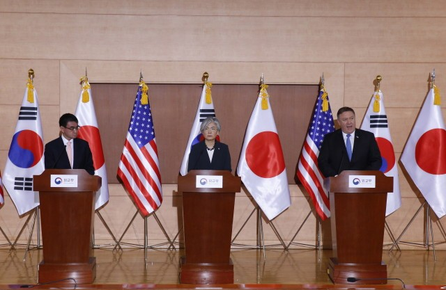 epa06805920 (L-R) Japan's Foreign Minister Taro Kono, South Korean Foreign Minister Kang Kyung-wha and US Secretary of State Mike Pompeo, attend a joint press conference at the Foreign Ministry in Seoul, South Korea, 14 June 2018. US Secretary of State Mike Pompeo is in South Korea to meet South Korea's President Moon Jae-in and to hold talks on the results of the US North Korea Summit in Singapore.  EPA/JEON HEON-KYUN