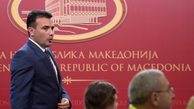 epa06803115 Prime minister of Republic of Macedonia Zoran Zaev (L) arrives to address the media about the agreement with Greece on the name issue in Skopje, Former Yugoslav Republic of Macedonia, 12 June 2018. PM Zaev said the agreement will be 'Republic of North Macedonia'  EPA/Nake Batev