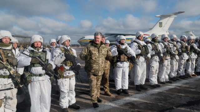 epa07212117 Ukrainian President Petro Poroshenko (C) speaks to paratroopers during their departure to the Eastern-Ukrainian conflict zone at the military airbase not far of Zhytomyr city, about 130 km from capital Kiev, Ukraine, 06 December 2018. Ukrainian President, Supreme Commander-in-Chief of the Armed Forces of Ukraine Petro Poroshenko on Wednesday addressed the Ukrainian soldiers ahead of Armed Forces Day, which is marked on December 6, noting that for the fifth consecutive year the military celebrate their professional holiday on the frontline of the Russian-Ukrainian war.  EPA/SERGEY DOLZHENKO