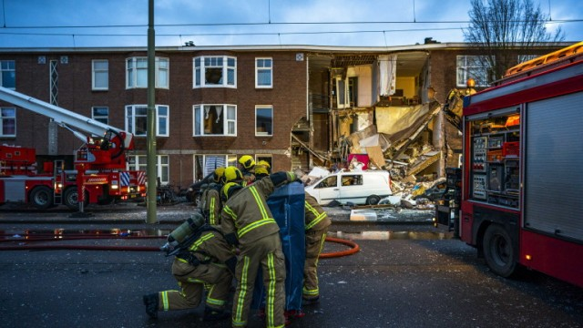 epa07325645 Emergency services on the site of an explosion which has caused the front of a building to collapse in The Hague, The Netherlands, 27 January 2019. According to reports, two people have been removed from the rubbles of the three-storey home and taken to hospital, but it is not known how many more are trapped.  EPA/FREEK VAN DEN BERGH