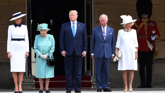 epa07622329 US President Donald J. Trump (C) and his wife Melania Trump (L) are welcomed by Britain's Queen Elizabeth II (2-L), Prince Charles (2-R), The Prince of Wales and Camilla (R), The Duchess of Cornwall during the Ceremonial Welcome at Buckingham Palace in London, Britain, 03 June 2019. US President Trump and his wife are on a three-day state visit to United Kingdom.  EPA/STR