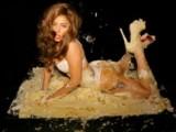 Picture: Лейди Гага се просна върху торта по бельо