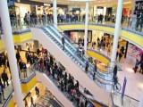 Picture: Психопатка опита да бутне дете през парапета в мол
