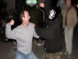 Picture: Спукаха от бой младеж в мол, всички гледат сеир (ВИДЕО)