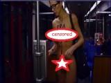 Picture: Гола красавица се вози на метрото в Дюселдорф (СНИМКА 18+)