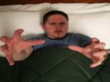 Picture: Мъж изнасилва жени, докато спи, после не помни?!?