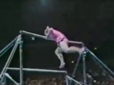 """Picture: Ще паднете от смях! Тази """"гимнастичка"""" побърка всички с изпълнението си (ВИДЕО)"""