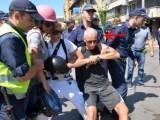 Picture: Дими от Биг Брадър на протеста! Полицията го влачи!