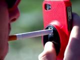 Picture: Яко! Вижте как се пали цигара от телефон! (ВИДЕО)