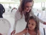 Picture: Мария държи 5-годишната си щерка Марая на диета!