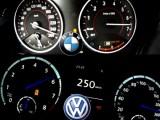 Picture: От 0 до 260 км/ч: BMW M135i срещу Golf R20 (ВИДЕО)