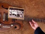 Picture: Китарата на Джон Ленън – на търг