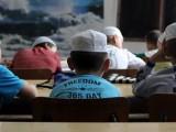 """Picture: Деца """"режат"""" глави при ритуал в ромска джамия"""