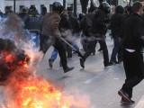 Picture: Анархисти подпалиха Атина и Солун по време на демонстрации