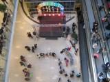 Въоръжени тийнейджъри вилнеят в столичен мол