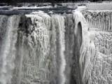 Picture: Ниагарският водопад замръзна