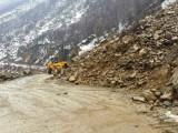 Picture: Ново свлачище блокира пътя Асеновград - Смолян