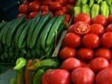 Picture: Рекордно високи цени на краставиците и доматите