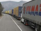 Ограничават движението на тировете и камионите